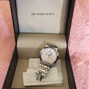GORGEOUS BURBERRY BIG FACE WATCH PRICE REFLECT